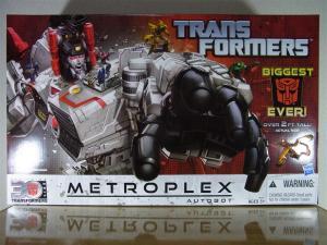 TF Generations Titan Class Metroplex で遊ぼう。004