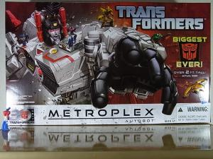TF Generations Titan Class Metroplex で遊ぼう。008
