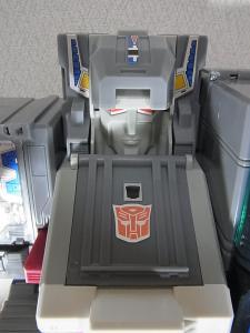 TF Generations Titan Class Metroplex で遊ぼう。018