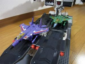 TF Generations Titan Class Metroplex シールレス スクランブルシティ 移動要塞004
