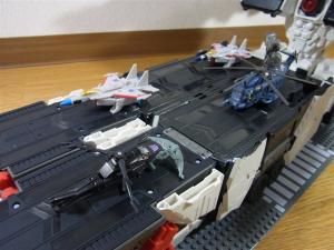 TF Generations Titan Class Metroplex シールレス スクランブルシティ 移動要塞005