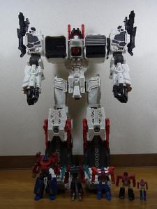 TF Generations Titan Class Metroplex シールレス ロボットモード001