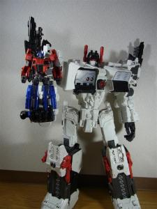 TF Generations Titan Class Metroplex シールレス ロボットモード023