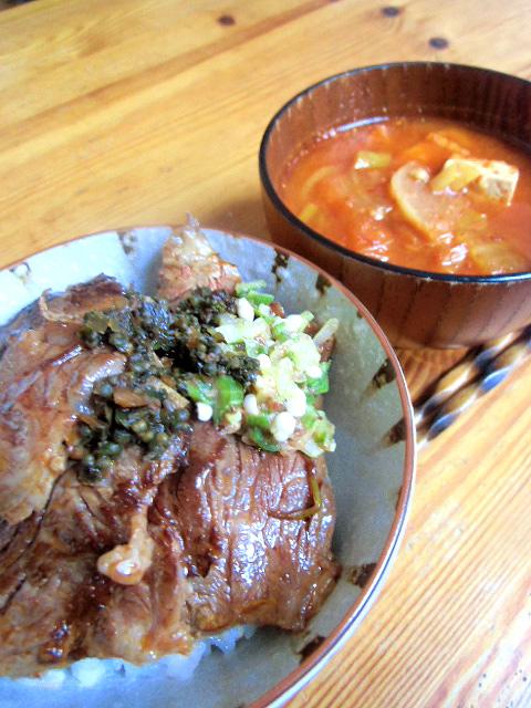 ハラミ丼とキムチ汁
