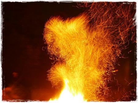 火の粉の舞