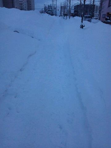 20131231用・雪かきされた歩道