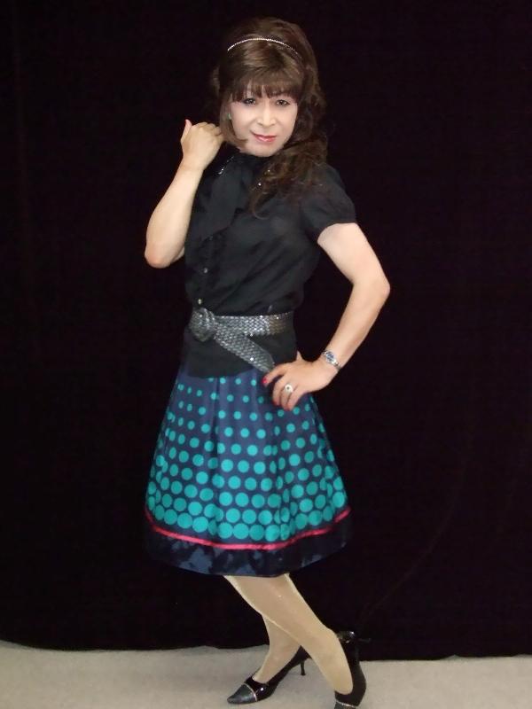 緑スカート黒ブラウス(4)