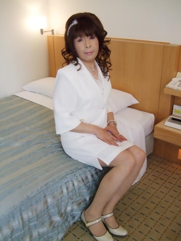 080411白スーツ(2)