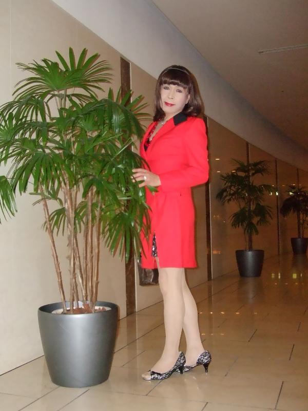 080407赤スーツ