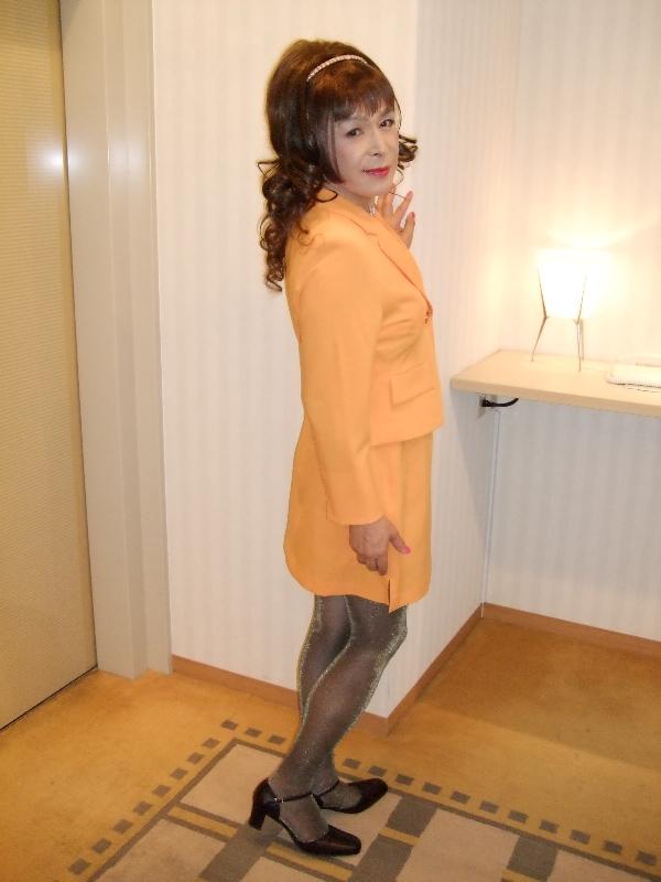 080606オレンジスーツ(2)