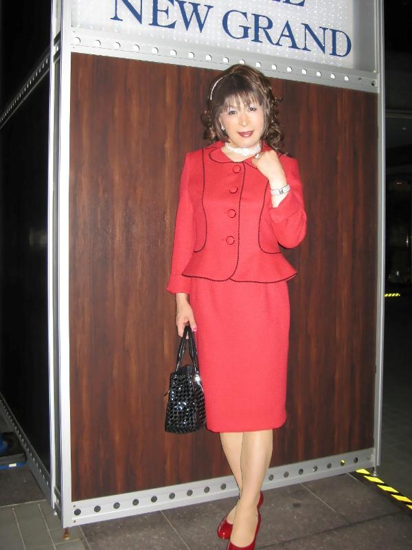 080922赤スーツ(1)