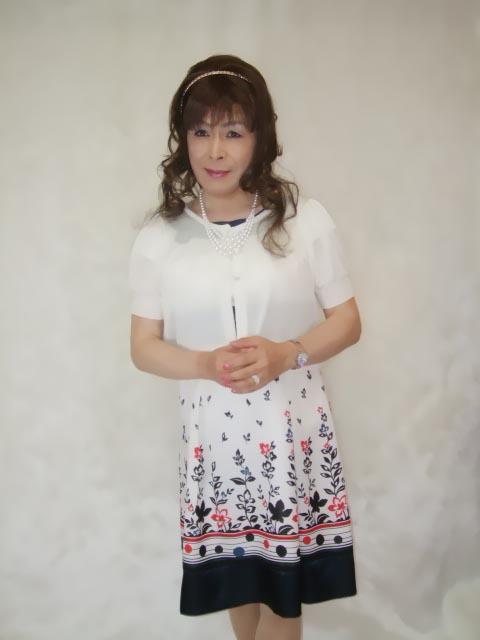 086020裾花柄ワンピ(1)