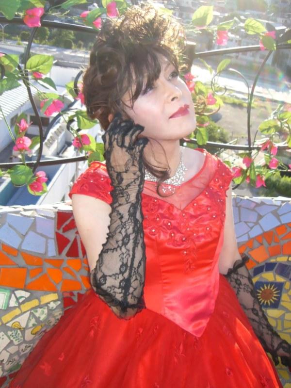 070814サファイヤ赤ドレス(1)
