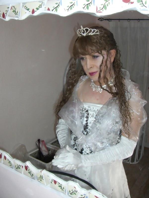 070814サファィヤ白ドレス(2)