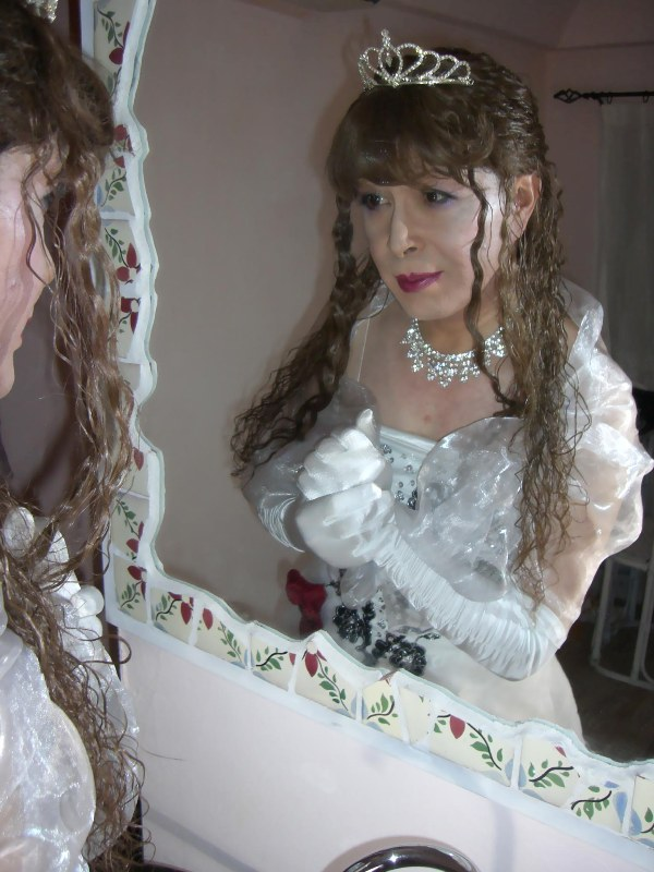 070814サファィヤ白ドレス(3)