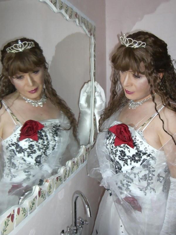 070814サファィヤ白ドレス(4)