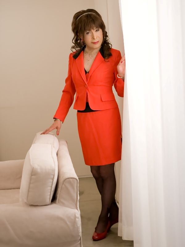 080504赤スーツ(1)