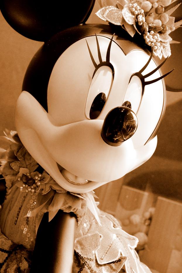 ショーウィンドウのミニーちゃん2