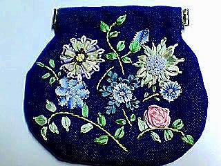 リボン刺繍のポーチ