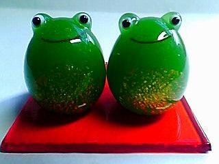 ガラス蛙ペア台付き