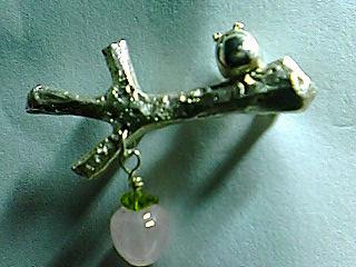 蛙ブローチ林檎の木