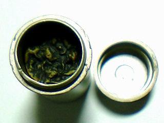 茶筒の茶葉