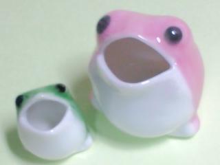 陶器のカエル2匹