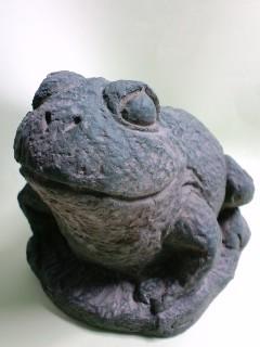 カエル置物 表情