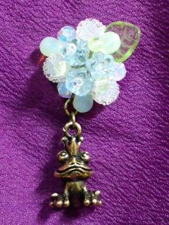 紫陽花ピンブローチ 蛙の王様