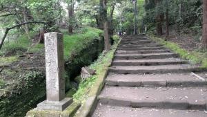 円覚寺洪鐘へと向かう道