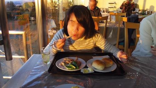 13朝食子ども0561