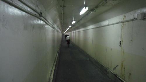 18トンネル内部0636