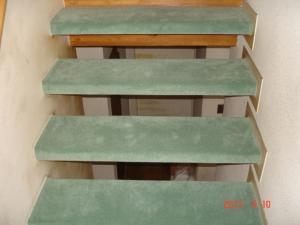 カーペット張替した階段(表面)