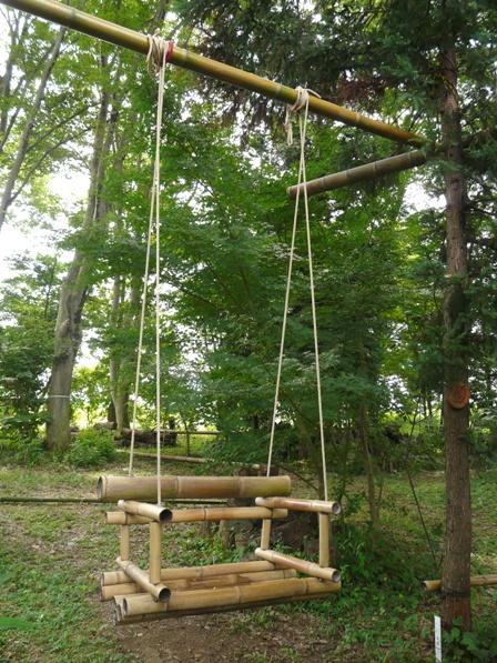 憩いの森・HACHIGATA 竹のブランコ
