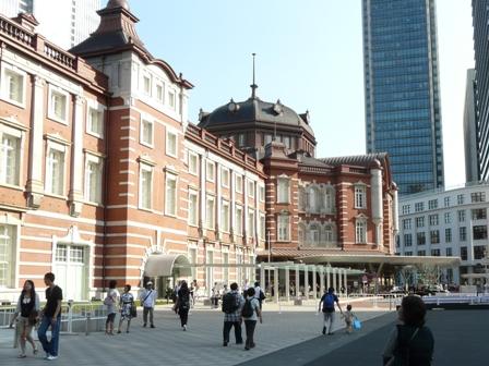 東京駅・丸の内駅舎前