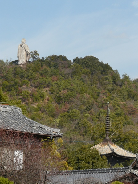 常光寺山の弘法大師像 1