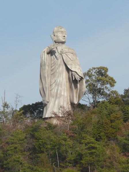 常光寺山の弘法大師像 2