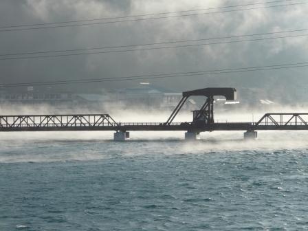 肱川あらし 新長浜大橋から 3