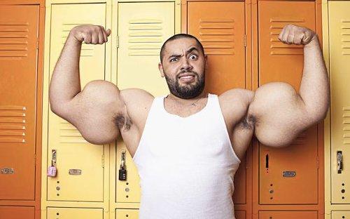 ギネスに認定された世界一の力こぶはこんなに太い!
