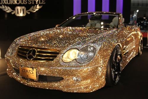一度でいいから乗ってみたい!金と銀のピッカピカなメルセデスSL