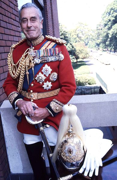 390px-The_Earl_Mountbatten_of_Burma_Allan_Warren.jpg