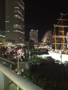 日本丸とランドマークタワーとグランド・インターコンチネンタルホテル