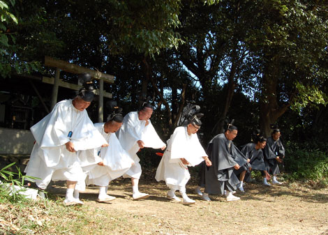 13.10.13春日社べんずり舞7