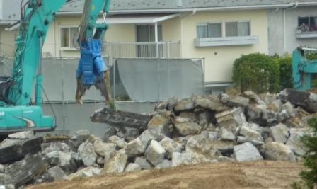 仙台市行政財産の擁壁の取り壊し