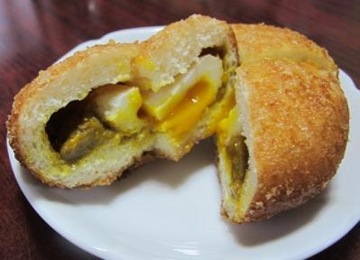 半熟卵入りカレーパン