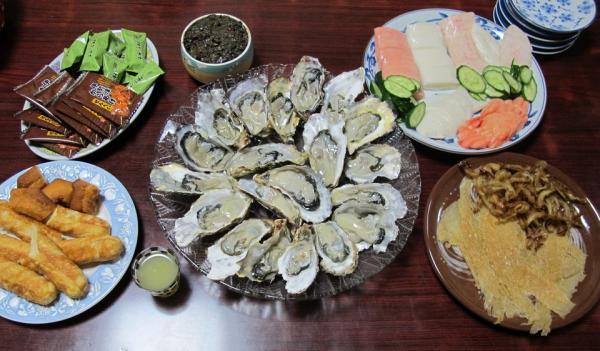 生牡蠣とカマボコと珍味の晩ご飯