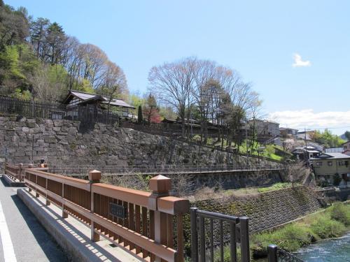 関所橋から福島関所を臨む
