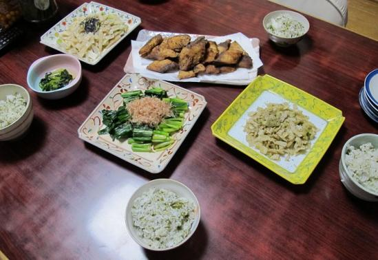 シイラと山菜の食卓
