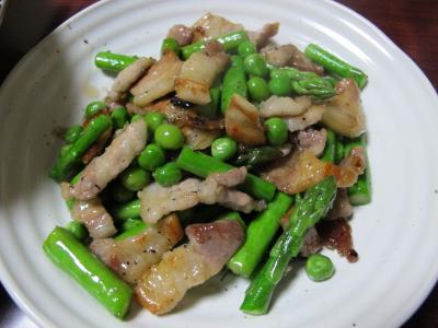 豚ばら肉とアスパラ、グリーンピース炒め