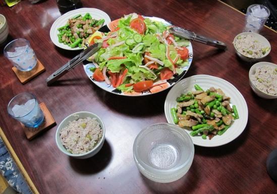 豆ごはんと炒め物の食卓